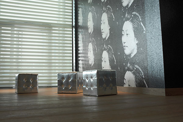 plissees oder rollos als sonnenschutz am fenster. Black Bedroom Furniture Sets. Home Design Ideas